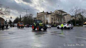 Bauern ziehen mit Traktoren durch Gießen - HIT RADIO FFH