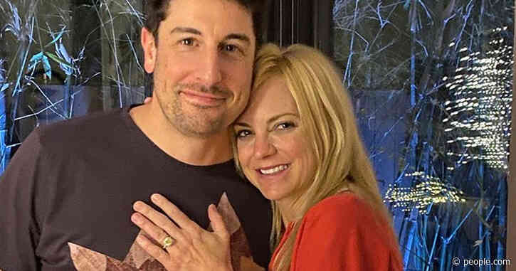 Anna Faris Shows Off Her Engagement Ring While Hanging with New 'Best Friend' Jason Biggs