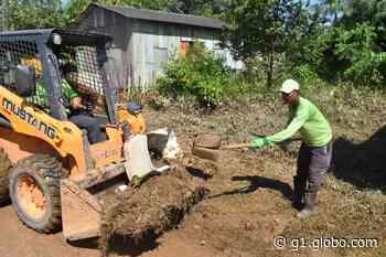Após vazante de rio no interior do Acre, moradores fazem mutirão de limpeza em casas atingidas - G1