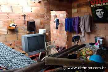 Casa desaba em Mateus Leme e deixa três pessoas presas nos escombros - O Tempo
