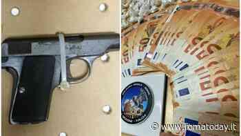 Pistole e centinaia di dosi di cocaina pronte per lo spaccio: doppio blitz a San Basilio e Quarticciolo