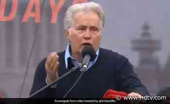 """""""Where The Mind Is Without Fear"""": Martin Sheen Quotes Tagore At Protest - NDTV News"""