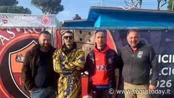 Junior Cally, da Sanremo al campo da gioco con il Fiumicino: il rapper mascherato fa il calciatore