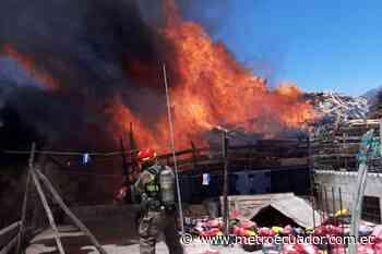 Quito: Se reporta un incendio en depósito de madera en San Antonio de Pichincha - Metro Ecuador