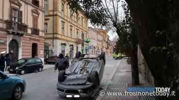 Isola del Liri, auto si ribalta in via Borgonuovo, donna trasportata in ospedale - FrosinoneToday