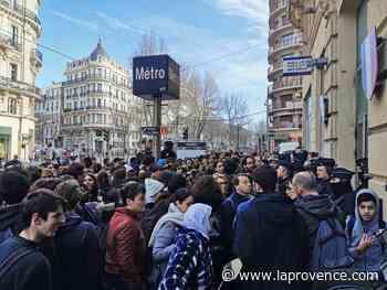 Marseille : rassemblement devant le commissariat de Noailles en soutien au lycéen en garde à vue - La Provence