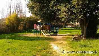 """Nel parco spariscono i giochi, il Municipio accusa il Comune: """"E' banda delle altalene"""""""
