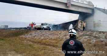 Incendio consume tráiler tras accidente en Sabinas Hidalgo - El Horizonte