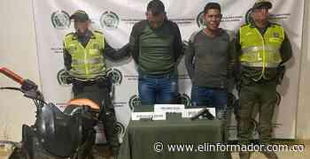 Capturan a dos motociclistas con arma sin papales en Guamal - El Informador - Santa Marta