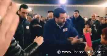 """Matteo Salvini, bagno di folla a Borgo Val di Taro: """"Teatro pieno, gente rimasta fuori"""" - Liberoquotidiano.it"""