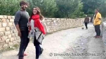 Watch: Young fan says, 'Kartik bhaiya, bhabhi aa gayi', Sara Ali Khan asks 'Bhabhi kisko bola?'