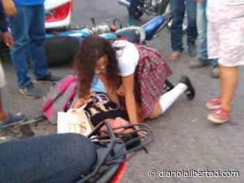Choque entre moto y bus intermunicipal deja dos heridos en Galapa - Diario La Libertad