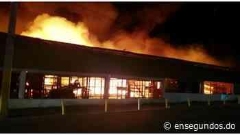 Un incendio afecta mercado de La Vega   - Ensegundos.do