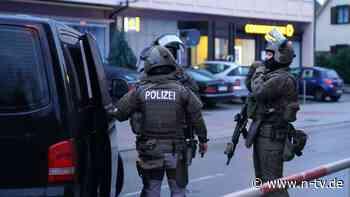 Zwei Verletzte in Plochingen:Messerstecherei löst SEK-Einsatz aus - n-tv NACHRICHTEN