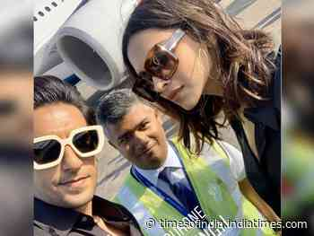 DeepVeer's pic on their way back from vacation