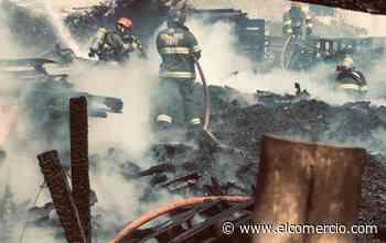Un depósito de madera se incendió en San Antonio de Pichincha - El Comercio (Ecuador)