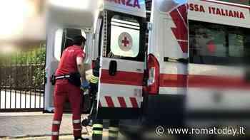 Incidente in via Laurentina, auto si scontra con un camion: morta una donna
