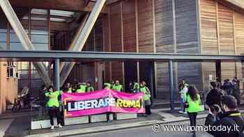 Arco di Travertino, un flash mob riaccende i riflettori sul monumento allo spreco