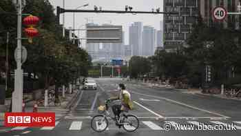 Coronavirus: The volunteer putting himself at risk in Wuhan