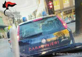 Cusano Milanino, si fanno foto con una canna dietro l'auto dei carabinieri: denunciati due ragazzi - Milano Fanpage.it