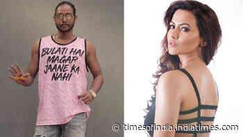 Sana Khan responds to ex-boyfriend Melvin Louis' cryptic 'Bulati Hain Magar Jaane Ka Nahi' post with 'Jaane ka hai par koi bulati nahi'