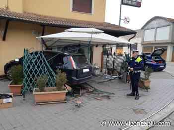 Auto contro i tavolini di una trattoria a Dueville, Polizia Nordest: nessun ferito - Vicenza Più