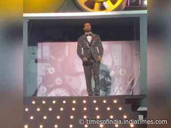 Filmfare: Vicky looks dapper in a striped suit