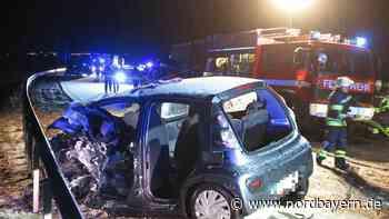 B2-Kollision: Frau in Wagen eingeklemmt - Viele Autos involviert - Nordbayern.de