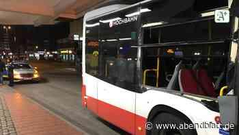Unfall: HVV-Busse kollidieren am Bahnhof Altona – drei Verletzte