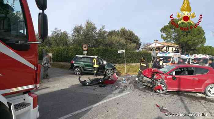 Incidente Polverigi, schianto tra due auto. Gravi mamma e figlioletto - il Resto del Carlino
