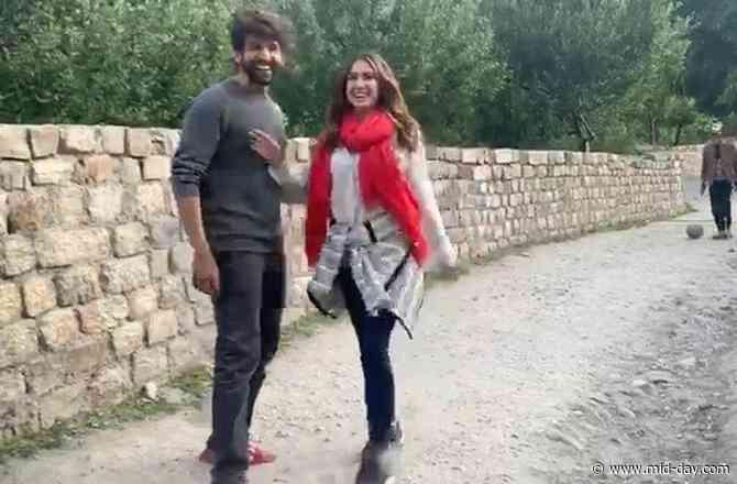 Sara Ali Khan to Kartik Aaryan's fan: 'Bhabhi kisko bola?'