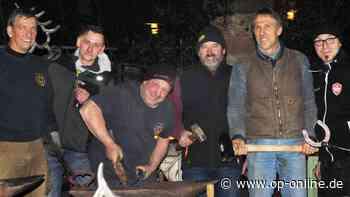 Hufschmiede bereichern Weihnachtsmarkt mit Eisenkunst - op-online.de