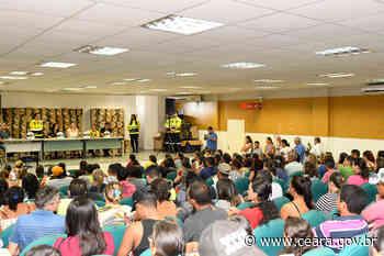 Moradores de Iracema, Jaguaribe e Morada Nova recebem capacetes do programa CNH Popular - Ceará