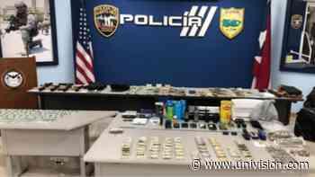 Ocupan drogas y armas en medio de allanamiento en San Juan - Univision