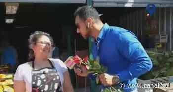 Nuestro Luis Santana regala amor en los pasillos de la Vega Monumental - Canal 9 Bío Bío Televisión