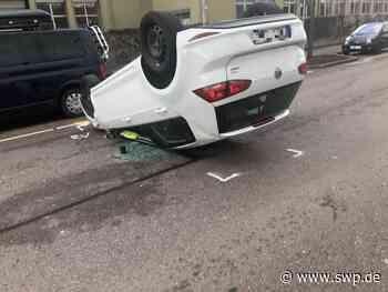 Unfall in Uhingen: Auto überschlägt sich – Fahrerin verletzt - SWP