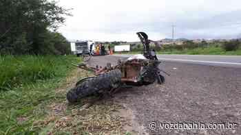 Senhor do Bonfim: Três pessoas da mesma família morrem após moto em que estavam ser atingida por caminhonete - Voz da Bahia
