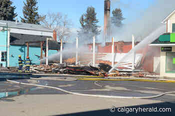 Fire destroys Pincher Creek's landmark King Edward Hotel, guests safely evacuated - Calgary Herald