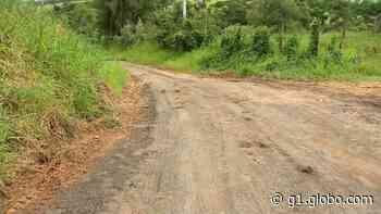 Moradores fazem 'força-tarefa' para recuperar estrada com buracos em Boituva - G1