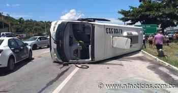 Ônibus da 1001 tomba em Casimiro de Abreu e deixa 15 feridos - NF Notícias