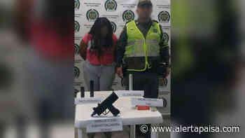 Sorprendieron a una mujer que viajaba con una subametralladora en Cisneros, Antioquia - Alerta Paisa