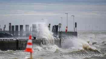 Sturmflutgefahr an der Küste: Fährausfälle zu den Inseln - Süddeutsche Zeitung