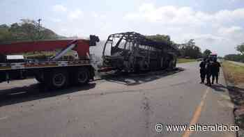 ELN quema bus de Brasilia en la vía Pailitas-Curumaní, Cesar - El Heraldo (Colombia)