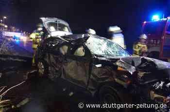 Unfall bei Freiberg am Neckar - Betrunkener Autofahrer prallt gegen Baum - Stuttgarter Zeitung