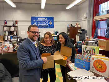 Assemblyman Sepulveda donates pencils to P.S. 333, supports 'One Million Pencils' initiative