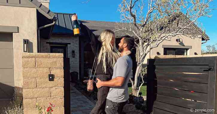 Former Bachelor in Paradise Star Corinne Olympios Moves in with Boyfriend Vincent Fratantoni