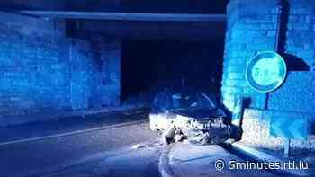 Audun-le-Tiche: Une voiture s'encastre sous un pont, deux blessés - RTL 5 Minutes