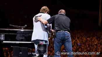 """Elton John perdió la voz, debió suspender el show y lloró: """"Lo siento mucho"""" - Diario Uno"""