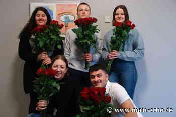 Valentinstag: Rosenaktion am Julius - Echter - Gymnasium Elsenfeld - Main-Echo