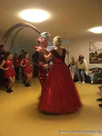 Inklusiver Karneval in Solingen: Solinger Prinzenpaar besucht das LVR-Wohnhaus im Halfeshof - Lokalkompass.de